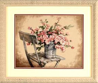 Roses sur une chaise blanche
