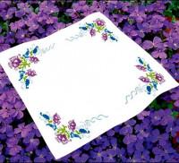 Surnappe et chemin de table fleurs stylisées