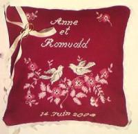 Coussin de mariage colombes et fleurs roses